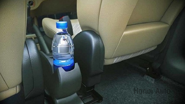 Những chai nước để hàng ngày trời sau ghế lái ô tô: Bạn đang uống vào mầm bệnh ung thư mà không hề hay biết!