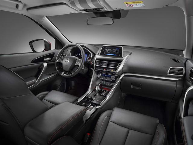 Mitsubishi Eclipse Cross hoàn toàn mới giá 652 triệu đồng - 1