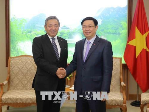 Kozo Shiraji, Phó Chủ tịch Tập đoàn Misubishi Motors, Phó Thủ tướng Vương Đình Huệ
