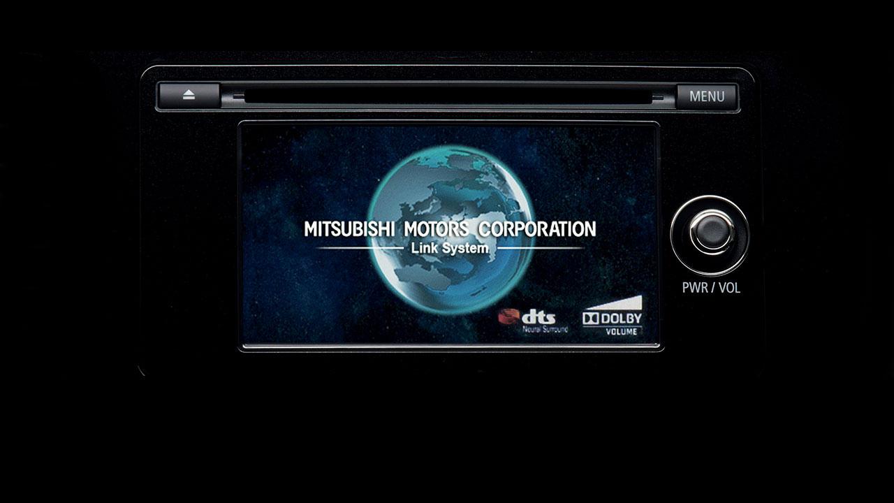 Outlander được trang bị đầu DVD