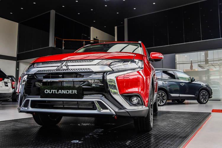 Bỏ CR-V, CX-5 để mua Mitsubishi Outlander, Giám đốc 8X đánh giá: 'Có điểm còn hơn cả Everest'